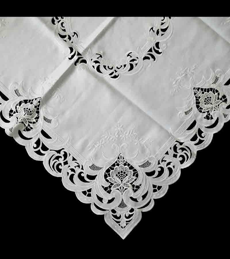 Mitteldecken in weiß mit Spitze
