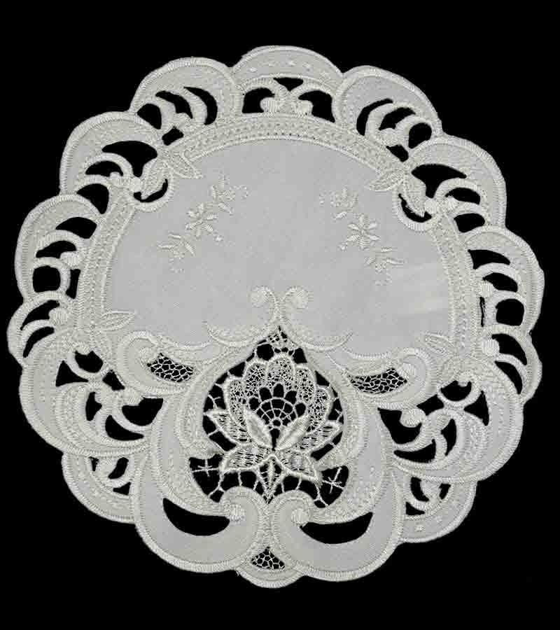 Weiße Tischdeckchen